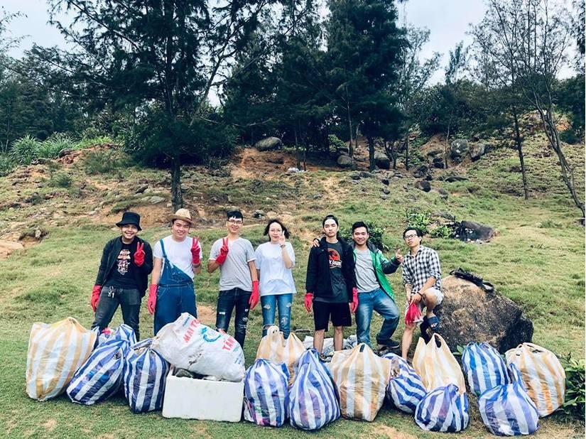 """Dọn rác: Từ trào lưu """"Thách thức để thay đổi"""" trên Facebook, đến hành động thực tiễn của thanh niên Việt Nam (25/3/2019)"""