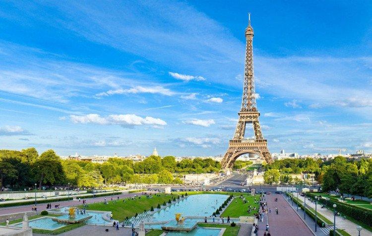 Tháp Eiffel - biểu tượng của kinh đô ánh sáng, tình yêu lớn giữa lòng Paris hoa lệ (31/3/2019)