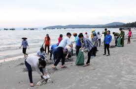 Thanh niên huyện đảo Cô tô tích cực chung tay vệ sinh môi trường biển (26/3/2019)