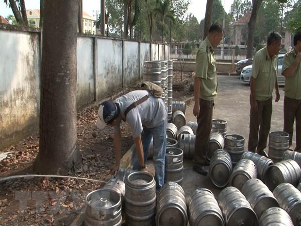 Bình Phước: Thu giữ, tiêu hủy hàng ngàn lít bia hơi không rõ nguồn gốc (21/3/2019)