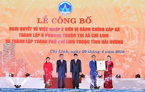 Chủ tịch Quốc hội Nguyễn Thị Kim Ngân dự Lễ công bố Nghị quyết về thành lập Thành phố Chí Linh, Hải Dương (Thời sự đêm 20/4/2019)