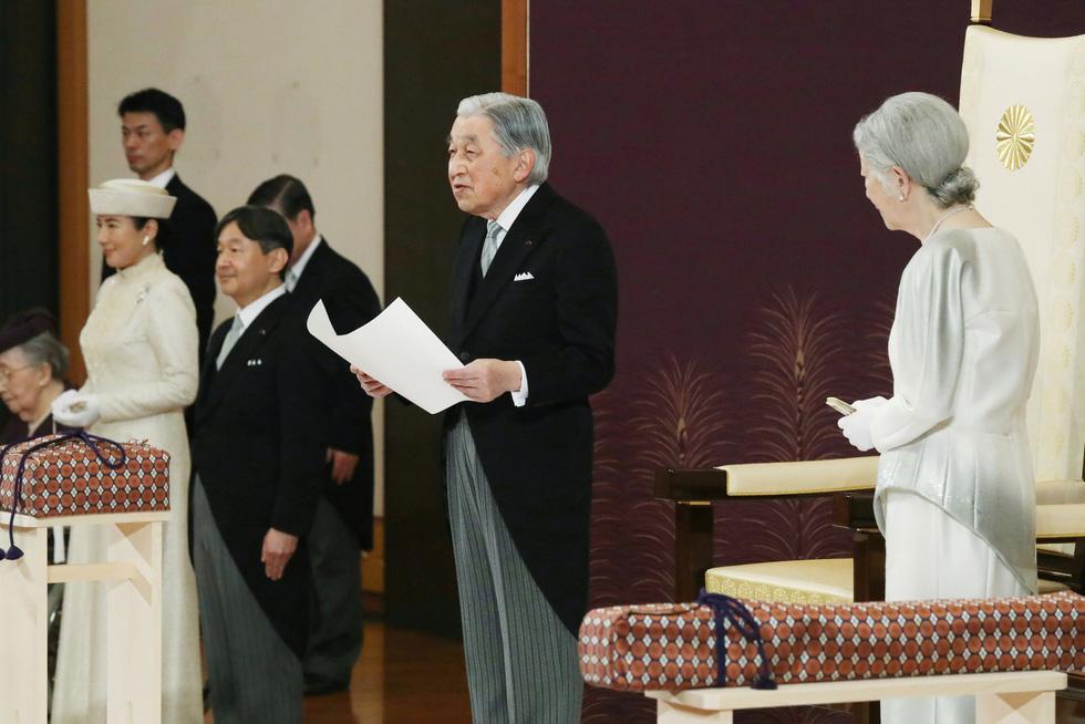 Lần đầu tiên trong hơn 200 năm, Nhà vua Nhật Bản thoái ngôi để Thái tử kế vị và bắt đầu triều đại mới mang tên Lệnh Hoà (30/4/2019)