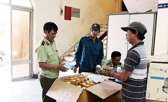 Phú Yên: Thu giữ 2 tấn hàng hoá không rõ nguồn gốc, trên đường vận chuyển vào phía Nam tiêu thụ (5/4/2019)