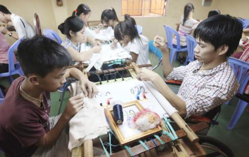 Ngày Người khuyết tật Việt Nam: Hãy nhìn vào khả năng của người khuyết tật, hơn là nhìn vào sự khiếm khuyết của họ (Thời sự trưa 18/4/2019)
