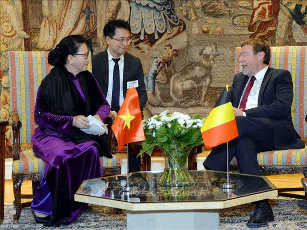 Chủ tịch Quốc hội Nguyễn Thị Kim Ngân đề nghị Nghị viện Châu Âu lưu ý việc bàn giao hồ sơ việc ký và phê chuẩn Hiệp định thương mại tự do Việt Nam - EU tại phiên họp đầu tiên trong nhiệm kỳ mới của Nghị viện (Thời sự đêm 4/4/2019)
