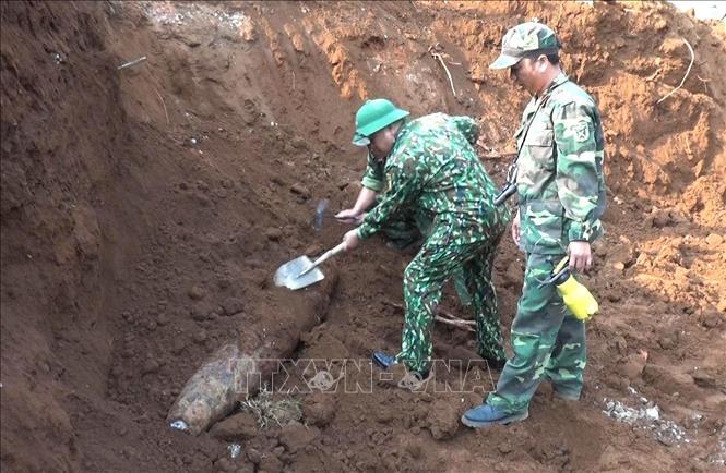 Quảng Trị xử lý an toàn quả bom nặng 240kg ở ngay trong khu vực trường học (Thời sự chiều 7/4/2019)