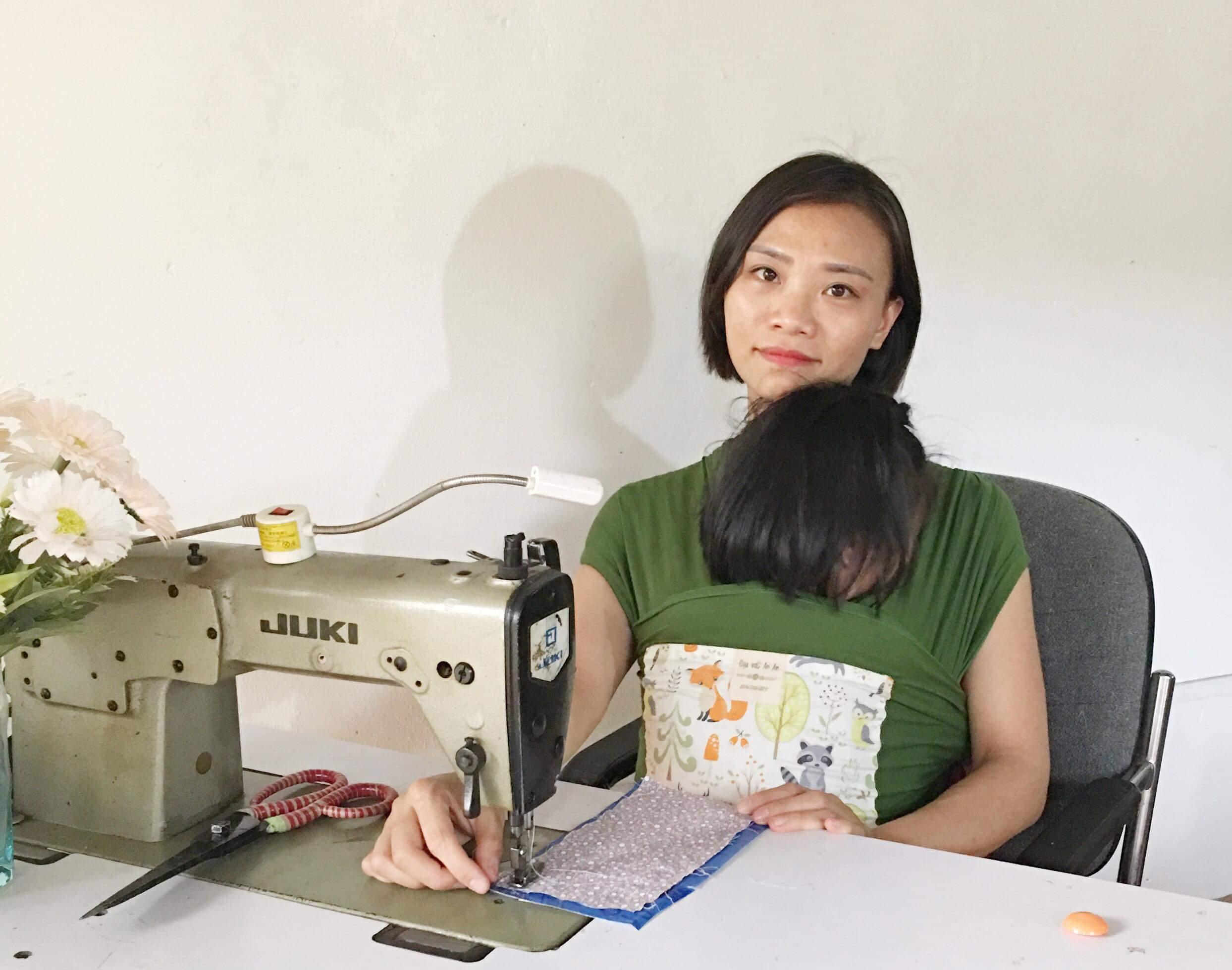 Trò chuyện với chị Đỗ Diệu Linh, chủ nhà may địu vải An An, người bạn đồng hành của rất nhiều bà mẹ bỉm sữa (18/4/2019)