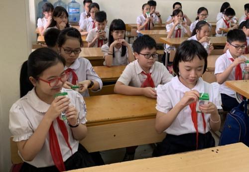 Chưa phát hiện vi phạm về chất lượng sữa học đường (Thời sự đêm 16/4/2019)