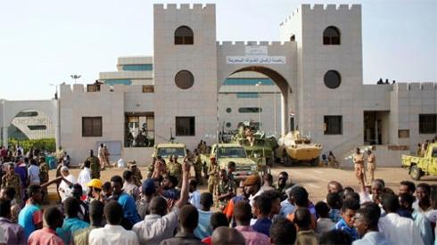 Châu Phi đối mặt với vòng xoáy bất ổn chính trị mới (15/4/2019)