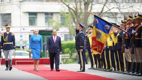 Thủ tướng Nguyễn Xuân Phúc thăm Đại sứ quán Việt Nam và đại diện cộng đồng người Việt tại Romania trong chuyến thăm chính thức tới quốc gia này (Thời sự trưa 15/4/2019)
