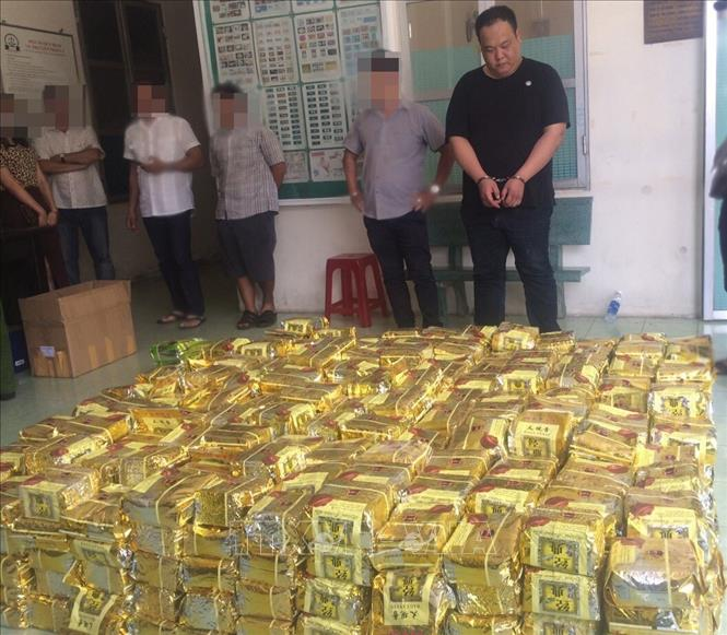 Triệt phá đường dây tàng trữ, vận chuyển hơn 1,1 tấn ma túy ở Thành phố Hồ Chí Minh (Thời sự sáng 20/4/2019)