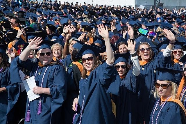 Hàng triệu người lớn tuổi ở Mỹ đang vật lộn để trả hết nợ học phí đại học (6/5/2019)