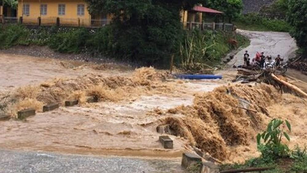 THỜI SỰ 18H CHIỀU 29/5/2019: Đã có 3 người thiệt mạng do mưa lũ tại các tỉnh miền núi phía Bắc. Dự báo, đêm nay, Bắc bộ và Bắc Trung bộ nguy cơ cao xảy ra lũ quét và sạt lở đất.