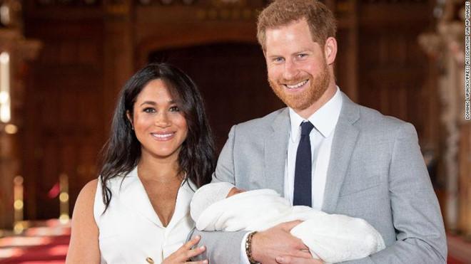 Vợ chồng Hoàng tử Anh Harry đón con trai đầu lòng (8/5/2019)