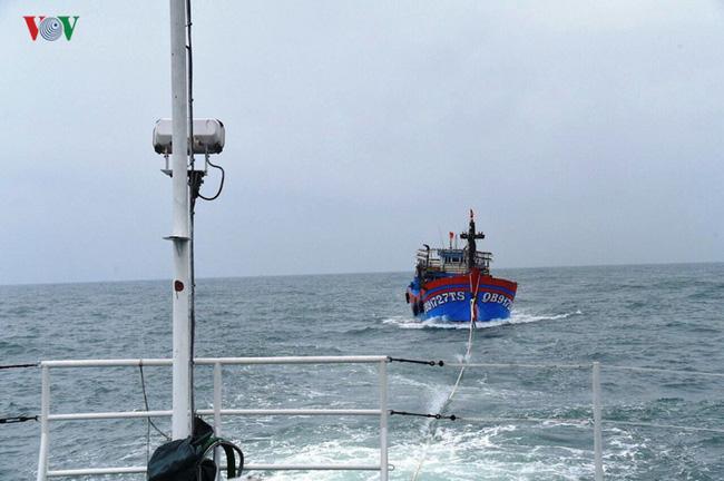 Tàu 904 kịp thời cứu 6 ngư dân bị nạn ở Trường Sa (9/5/2019)