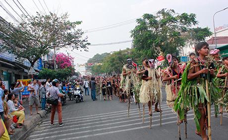 Kon Tum - Cần quan tâm đến yếu tố văn hóa trong đầu tư cơ sở hạ tầng cho phát triển du lịch cộng đồng (10/5/2019)