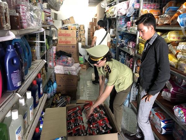 Bình Dương: Phát hiện hàng trăm cây dao cạo râu, nghi vấn giả mạo nhãn hiệu hàng hóa (21/5/2019)