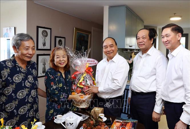 THỜI SỰ 12H TRƯA 18/6/2019: Thủ tướng Nguyễn Xuân Phúc thăm các nhà báo lão thành, tiêu biểu tại Thành phố Hồ Chí Minh nhân kỷ niệm 94 năm Ngày Báo chí Cách mạng Việt Nam.