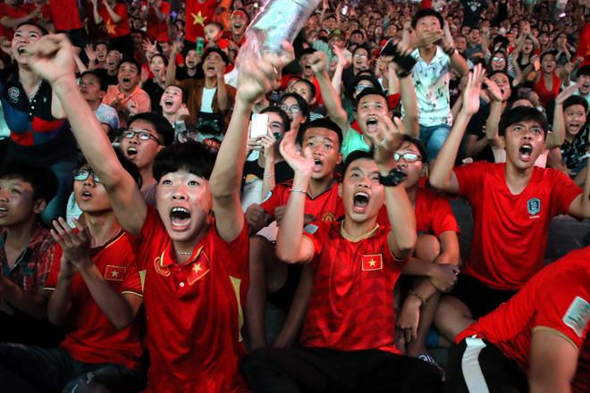 THỜI SỰ 6H SÁNG 6/6/2019: Cổ động viên nước nhà vỡ òa trước chiến thắng nghẹt thở vào phút bù giờ tối qua của Đội tuyển Việt Nam trước đội tuyển Thái Lan tại King's Cup 2019.