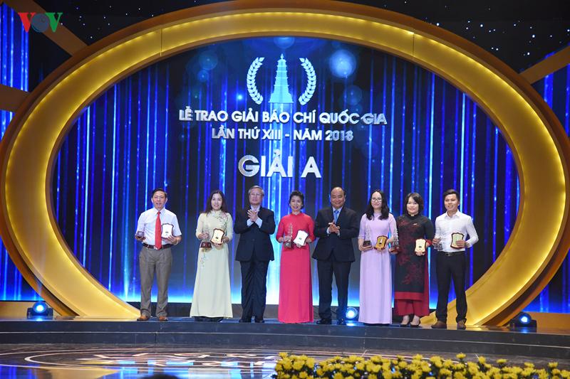 THỜI SỰ 06H00 SÁNG 22/6/2019: Thủ tướng Nguyễn Xuân Phúc dự và phát biểu tại lễ trao giải Báo chí Quốc gia lần thứ 13 năm 2018 cho hơn 100 tác giả, nhóm tác giả đoạt giải.