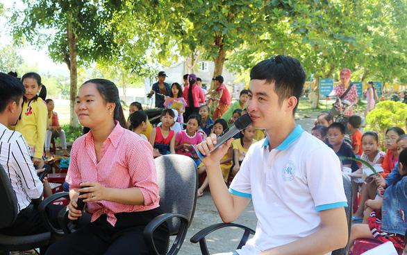 Du học sinh mang tiếng Anh về dạy cho trẻ nghèo (23/6/2019)