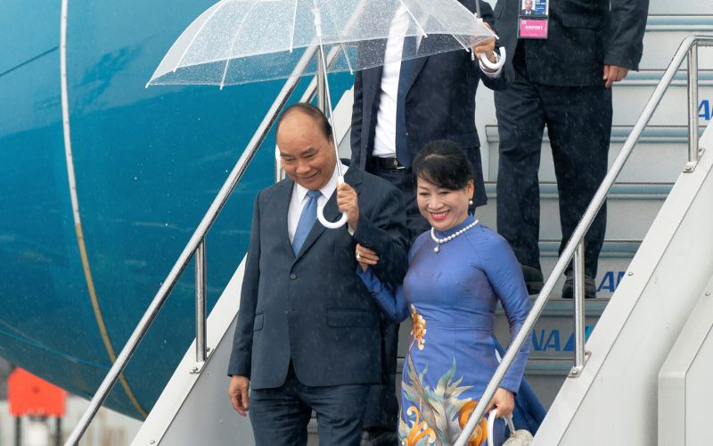 THỜI SỰ 18H00 27/6/2019: Thủ tướng Nguyễn Xuân Phúc tới thành phố Osaka, bắt đầu tham dự Hội nghị Thượng đỉnh G20 và thăm Nhật Bản từ hôm nay đến ngày 1/7 tới, theo lời mời của Thủ tướng Shinzo Abe