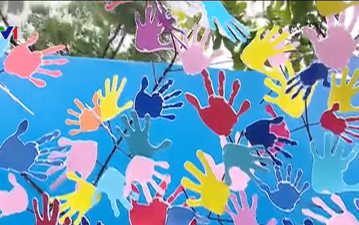 THỜI SỰ 18H CHIỀU 1/6/2019: Phát động chiến dịch Hành động vì trẻ em 2019: Chúng ta hãy thôi nói, hãy thực sự bảo vệ trẻ bằng những việc làm thiết thực.
