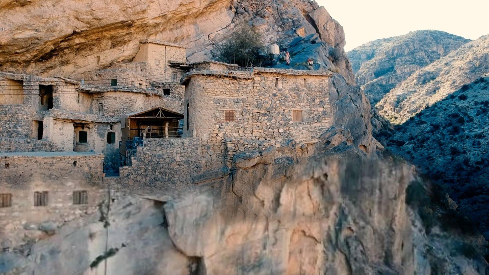Khám phá ngôi làng bí ẩn có tuổi đời hàng trăm năm trên các vách núi ở Oman (9/6/2019)