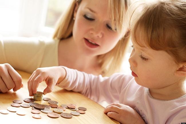 Khi nào thì cho trẻ em tiếp xúc với tiền và cần dạy trẻ chi tiêu tiền như thế nào cho hợp lý? (11/7/2019)