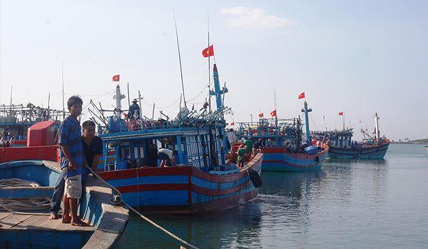 Lắp đặt thiết bị giám sát hành trình trên tàu cá và những vấn đề liên quan (16/7/2019)