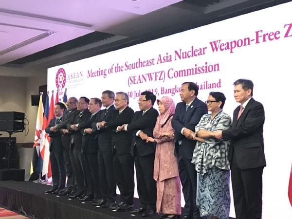 THỜI SỰ 12H TRƯA 31/7/2019: Phó Thủ tướng, Bộ trưởng Ngoại giao Phạm Bình Minh dẫn đầu đoàn đại biểu Việt Nam dự Hội nghị Bộ trưởng Ngoại giao ASEAN lần thứ 52 (AMM-52). Dự kiến nội dung Biển Đông sẽ bao trùm Hội nghị này.