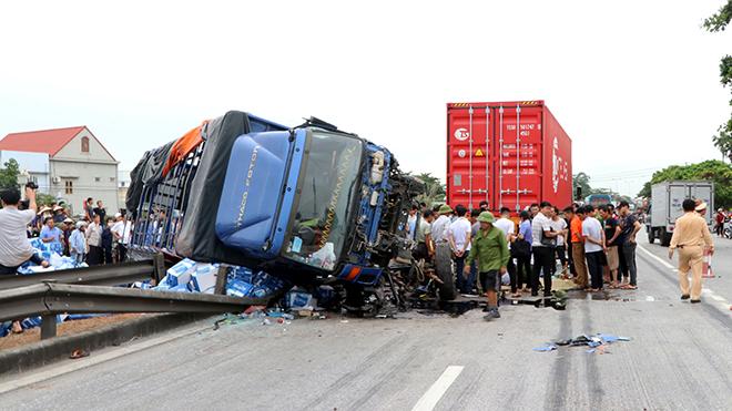 THỜI SỰ 21H30 ĐÊM 23/7/2019: Thủ tướng chỉ đạo khắc phục hậu quả tai nạn giao thông tại huyện Kim Thành, tỉnh Hải Dương.