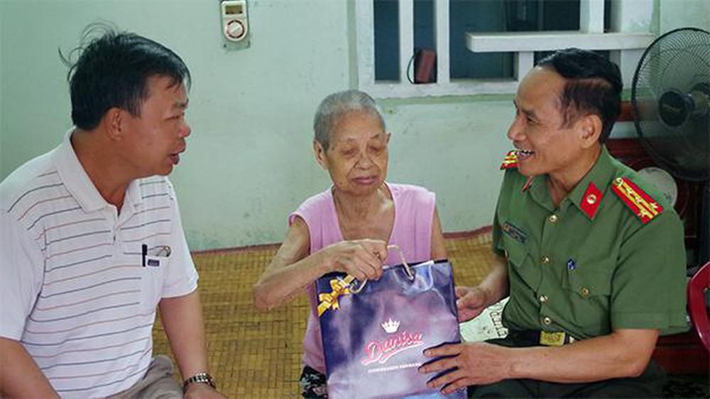 THỜI SỰ 6H SÁNG 22/7/2019: Các hoạt động tri ân các liệt sỹ, mẹ Việt Nam anh hùng, gia đình có công với Cách mạng, nhân kỷ niệm 72 năm ngày thương binh liệt sỹ, trong cả nước.