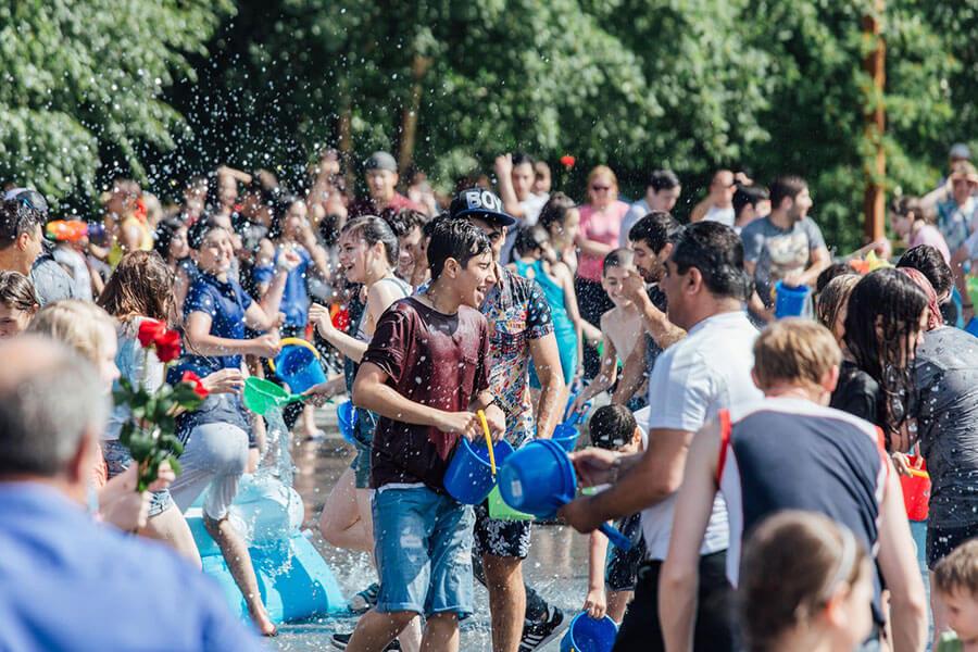 Lễ hội té nước Vardavar ở Armenia (29/7/2019)