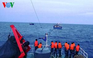 THỜI SỰ 21H30 ĐÊM 14/7/2019: Đã tiếp cận được tàu cá có 6 ngư dân bị trôi dạt gần nửa tháng nay tại vùng biển Hoàng Sa. Dự kiến, chiều tối ngày 16/7, các ngư dân sẽ về tới đất liền