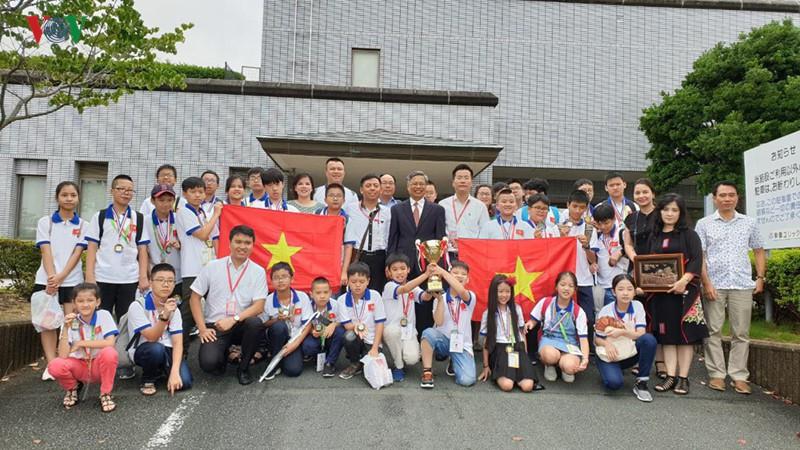 THỜI SỰ 06H00 SÁNG 20/7/2019: Đoàn học sinh Việt Nam giành kết quả xuất sắc tại Kỳ thi Toán quốc tế ở Nhật Bản, khi tất cả các thành viên trong đoàn đều giành được giải thưởng