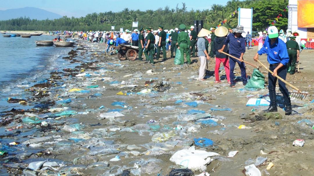 Ngăn chặn rác thải bảo vệ môi trường biển (27/7/2019)
