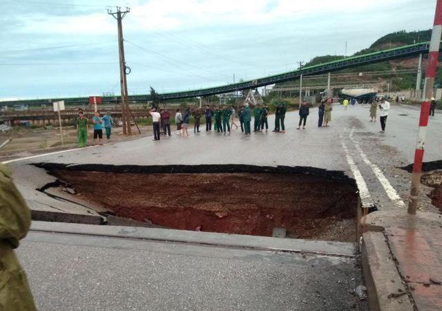 THỜI SỰ 18H NGÀY 4/7/2019: Hoàn lưu bão số 2 gây mưa to tại nhiều địa phương. Đã có 2 người chết do sạt đường tại Thanh Hóa.