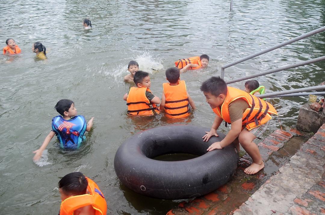 Cần trang bị cho trẻ những kỹ năng gì để phòng chống đuối nước? (12/7/2019)