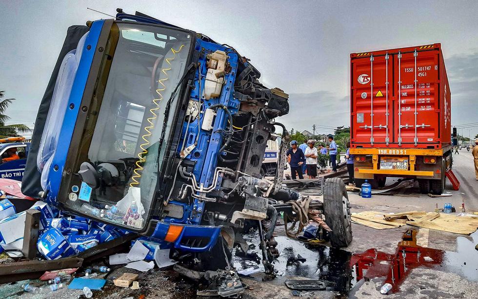 Hiểm hoạ từ lấn chiếm Quốc lộ: nhìn từ 3 vụ tai nạn giao thông thảm khốc ở Hải Dương (25/7/2019)