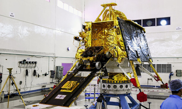 Ấn Độ bất ngờ hoãn phóng tàu thăm dò Mặt Trăng vì lý do kỹ thuật (15/7/2019)