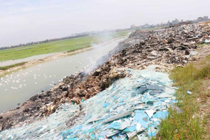 Bắc Ninh: Khó xử lý tình trạng đổ trộm rác thải công nghiệp (7/8/2019)