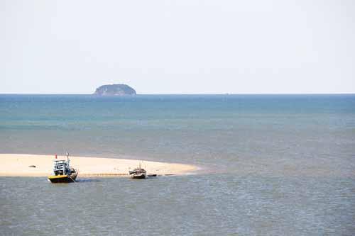"""Một bãi biển đẹp, hoang sơ và được mệnh danh là """"Nàng công chúa chưa được đánh thức"""" ở Hà Tĩnh (2/8/2019)"""