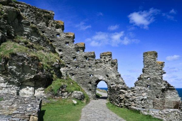 Lâu đài cổ Tintagel ở Anh với cây cầu đặc biệt nối liền quá khứ, hiện tại và truyền thuyết (11/8/2019)