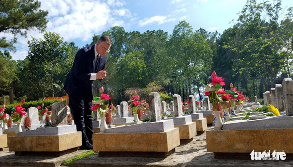 Đại sứ Mỹ tại Việt Nam bất ngờ thăm nghĩa trang liệt sỹ Trường Sơn, nơi an nghỉ của hàng vạn người con ưu tú đã hy sinh vì độc lập, tự do của tổ quốc (28/8/2019)