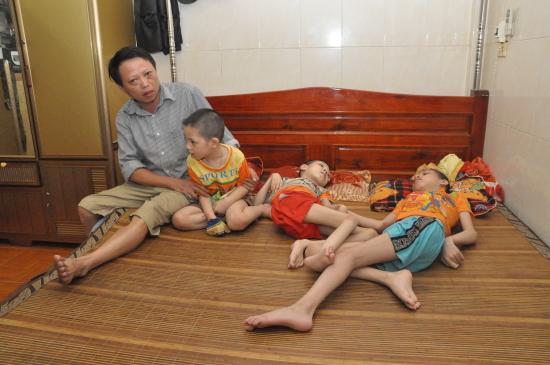 THỜI SỰ 12H TRƯA 10/8/2019: Hiện Việt Nam có 4,8 triệu người bị phơi nhiễm chất độc hóa học, trong đó có hơn 3 triệu người là nạn nhân chất độc da cam.