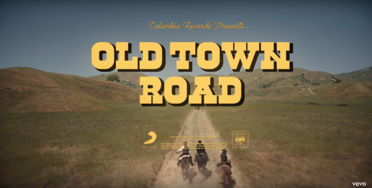 Ca khúc Old Town Road xác lập kỷ lục mới khi nắm giữ vị trí số 1 trên bảng xếp hạng Billboard 100 18 tuần liên tiếp (9/8/2019)