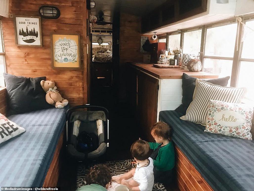 Điều đặc biệt từ những lớp học cho trẻ em di cư được hoán cải từ những chiếc xe bus tại Mỹ (8/8/2019)