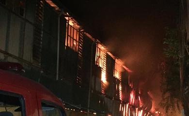 THỜI SỰ 21H30 ĐÊM 28/8/2019: Đang xảy ra cháy lớn tại Nhà máy Phích nước Rạng Đông tại phố Hạ Đình, phường Thanh Xuân Trung, quận Thanh Xuân, Hà Nội