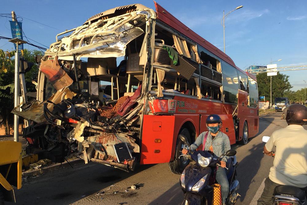 THỜI SỰ 12H TRƯA 21/8/2019: Xảy ra hai vụ tai nạn giao thông đặc biệt nghiêm trọng tại tỉnh Hòa Bình và Khánh Hòa khiến hàng chục người thương vong.